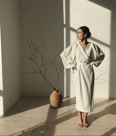 Taupe dress and heels dresses 2020 minimal Best Street Style, Street Style Outfits, Mode Outfits, Mode Abaya, Mode Hijab, Looks Style, Looks Cool, My Style, Modest Fashion