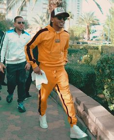 Orange jogger outfit 🍊 for a leaned back day. Latin Artists, Joggers Outfit, Fashion Outfits, Womens Fashion, Girls Out, Gorgeous Men, Outfit Of The Day, Sexy Men, Celebs