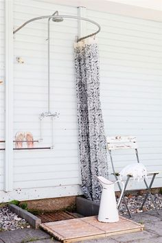 outdoor shower* pinned by barefootstyling.com