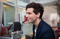 Mika interviewed @ Italian Radio 105 Night Express - Milan 25.07.2012