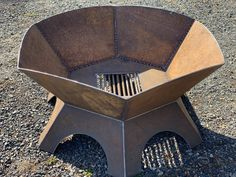 Metal Fire Pit, Diy Fire Pit, Welded Furniture, Steel Furniture, Welding Art Projects, Metal Projects, Fire Pit Grill, Fire Pits, Parrilla Exterior