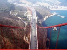 Golden Gate Bridge - San Francisco | Community Post: Thrilling & Jaw Dropping Places You Must Visit Before You Turn 30