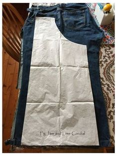 Sewing Aprons, Dress Sewing Patterns, Sewing Clothes, Apron Patterns, Easy Apron Pattern, Denim Aprons, Linen Dress Pattern, Pattern Sewing, Jean Crafts