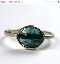 I'm going to ask my jeweler to make something like this...so pretty.