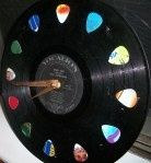 DIY Vinyl record clock    Ohh, now THAT's Cool!!! :D ;)