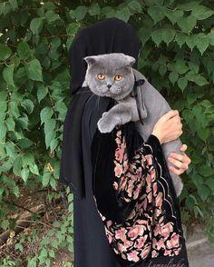 Arab Girls Hijab, Muslim Girls, Muslim Couples, Muslim Women, Beautiful Eyes Color, Beautiful Hijab, Hijab Niqab, Mode Hijab, Hijabi Girl