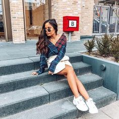 Focus on the good💫 #checkered #blouse #blueblouse #redblouse #fila  #whiteshoes #kicks #rayban #raybansunglasses #streetlook #streetstyle