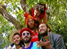 Οι The Sexy Christians  καλωσορίζουν το καλοκαίρι στο Floral,  με ένα live γεμάτο ιδρώτα, υγρά, rock 'n' roll και τραγούδια που κυμαίνονται από blues του '30 μέχρι alternative/punk/funk/rock. Θεία συστατικά, η ενέργεια τους, οι πολύχρωμες φούστες, το groove, οι εναλλαγές στην πρώτη φωνή, ο (αυτο)σαρκασμός. Όσοι παρευρεθούν θα λάβουν γραπτή εγγύηση εισόδου στον παράδεισο. Θα τηρηθεί σειρά προτεραιότητας. Σάββατο 23 Μαϊου 2015 Ώρα 22:00 Είσοδος ελεύθερη