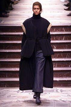 FALL 2002 READY-TO-WEAR Yohji Yamamoto COLLECTION Look 18/62 Model: Abigel (NATHALIE)