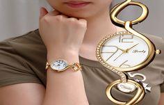 Đồng Hồ Kiểu Lắc Tay Nữ Tạo Phong Cách Cùng Xu Hướng Thời Trang  Xu hướng mới nhất trong những năm gần đây của thị trường thời trang là sự xuất hiện của những mẫu đồng hồ được thiết kế mang dáng vẻ của hàng loạt những phong cách thời trang cực hót hiện nay dành cho phái nữ, một trong đó phải nói đến những mẫu đồng hồ kiểu lắc tay nữ với vẻ đẹp vô cùng tinh tế và sang trọng.