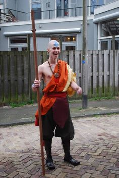 Aang (Avatar) cosplay this is sooo awesome and it makes me sooo happy:D