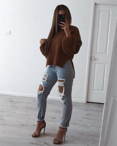 Clothes Der Freund Jean - Light Blue - Milan Das Label What to look for in your tailor What to look Jeans Outfit Winter, Winter Fashion Outfits, Night Outfits, Fall Winter Outfits, Teen Fashion, Autumn Winter Fashion, Trendy Outfits, Summer Outfits, Light Blue Jeans Outfit