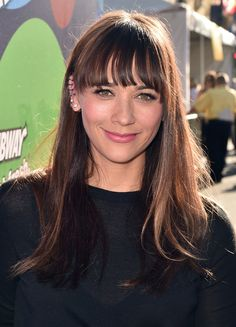 Black eyeliner with flushed cheeks and lips is a great makeup look for summer (thanks for the inspo, Rashida Jones!)