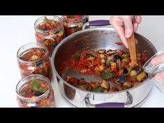 ÖYLE BİR KAHVALTILIK MEZE YAPTIM KI YAPMAMLA BİTMESİ BİR OLDU- KIŞLIK İÇİN ŞAKŞUKA TARİFİ - YouTube Ratatouille, Pasta, Food And Drink, Meat, Ethnic Recipes, Angles, Youtube, Recipe, Bakken