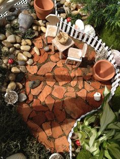 Broken pot fairy garden patio made with pottery shards Mini Fairy Garden, Fairy Garden Houses, Gnome Garden, Fairy Gardening, Fairy Village, Kobold, Little Gardens, Fairy Furniture, Garden Terrarium