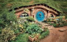 Hobbit's Place Poster by Les Lorek Luxury Tree Houses, Cool Tree Houses, Fairy Houses, Cob Houses, Hobbit Door, The Hobbit, Hobbit House Kit, Hobbit House Interior, Tree House Interior
