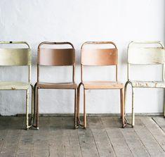Old school chairs - pretty pastels Add a shelf and chalkboard paint to an old window Tan, black, brown. Chaise Vintage, Vintage Chairs, Vintage Furniture, Home Furniture, Furniture Design, Modern Furniture, Chaise Formica, Old Chairs, Metal Chairs