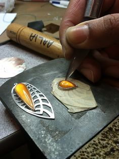his agate burnisher makes the bezel even more smooth and super shiny.
