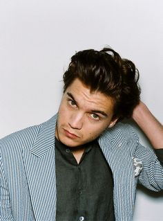 emile hirsch♥ make more movies. you're too cute to hide.