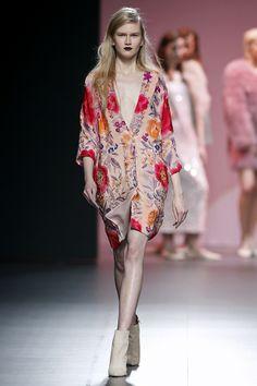 Mercedes-Benz Fashion Week Madrid. Otoño-Invierno Duyos Preciosa colección, lujo en los materiales. Salvo el abrigo rosa de yeti, y que las prendas lucen más en tacón (Cuplé los tiene fantáticos), el resto, precioso