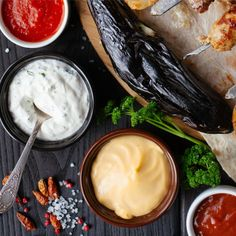 Muitas vezes, o segredo está nas especiarias. Para os pratos mais exigentes, a Unique Flavours reuniu cuidadosamente a melhor seleção de molhos e especiarias premium. Camembert Cheese, Dairy, Food, Spices, Dishes, Meal, Essen, Hoods, Meals