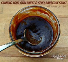 How to can your own Sweet & Spicy BBQ Sauce + a free printable label! | www.jugglingactmama.com | #recipe #printable