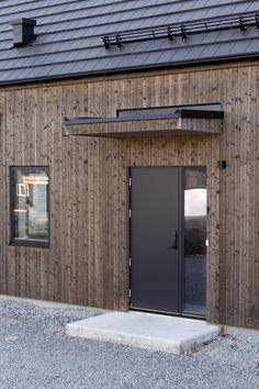 Door Overhang, Saltbox Houses, Villa, Wooden House, Windows And Doors, Modern Farmhouse, Entrance, House Plans, New Homes