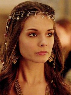 """Lady Kenna - """"The Darkness"""" Season Episode 15 Reign Mary, Mary Queen Of Scots, Reign Hairstyles, Formal Hairstyles, Kenna Reign, Celina Sinden, Lady Kenna, Caitlin Stasey, Green Characters"""