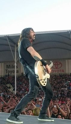 Dave Grohl Foo Fighters New Zealand...photo Ruari Aherne