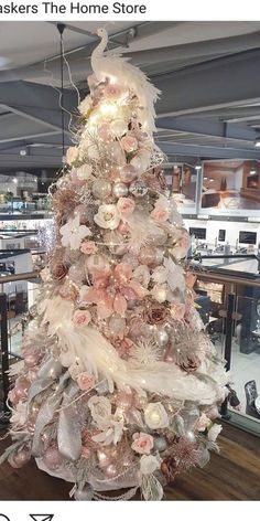 Pink Christmas Tree Decorations, Rose Gold Christmas Tree, Elegant Christmas Trees, Pink Christmas Decorations, Christmas Tree Design, Beautiful Christmas, Xmas Tree, Christmas Time, Christmas Tree Inspiration