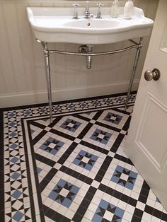 This little shower room was a local project for a Victorian house on the coast & the colours and design were a collaboration with the customer. We used 9mm thickness tiles for this floor but the design can also be applied to our usual range of 5mm thick mosaics. Contemporary victorian tiling fo