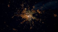 Bilder aus dem Weltall: Nachtflug über Frankfurt - Gesellschaft - FAZ