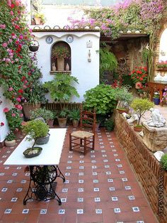 Wonderful patio in Cordoba, Andalucía, Spain. A beautiful town, great to visit during your stay with us in #SouthSpain. www.spanish-school-herradura.com: