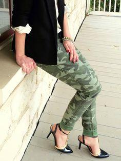 Camo pants from Style Black Camo Pants, Khaki Pants, Camo Fashion, Fashion Pants, Target Style, Spring Summer Fashion, Me Too Shoes, Pants Style, Capri Pants