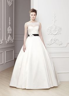 Enzoani Brautkleid .. #Enzoani #Weddingdress #gown #wunschbrautkleid #blackwhite #wedding #braut #bride