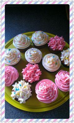 Cupcakes rosas y blancos