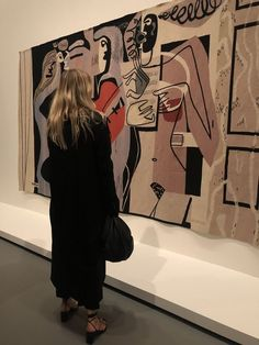 La Collection founder x Creative Director Florence in front of her favorite Le Corbusier Tapisserie. Nyc Girl, City Girl, Rest And Relaxation, Thing 1, Photo Dump, Serena Van Der Woodsen, Aesthetic Girl, Beige Aesthetic, Gossip Girl