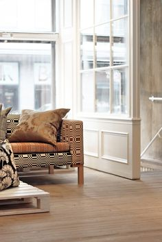Johanna Gullichsen & Florence Broadhurst at sisustusliike Teatteri, photo: Sanni Koffert Florence Broadhurst, Comfort Zone, Entryway Bench, Upholstery, Indoor, Rugs, House, Furniture, Villa