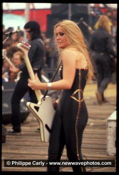 The Runaways Photo: Lita in Belgium - July 1978 Music Pics, Music Images, Music Stuff, Female Guitarist, Female Singers, Pop Punk, Rock And Roll, 70s Glam Rock, 80s Rock