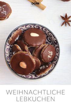 Unser XMAS-SPECIAL enthält 5 leckere rohvegane Weihnachtsrezepte und zeigt dir, wie du deine Lieben vegan, rohköstlich und ganz ohne Backofen verwöhnen kannst: • Roh vegane Lebkuchen • Vanille-Kipferl • Zimtsterne • Pflaumen-Zimt-Eis mit Vanillesoße  • Rohköstliche Mohnrolle   Weihnachtsbäckerei. Rohkost Vegan Backen Plätzchen Lebkuchen Deine Ernährung