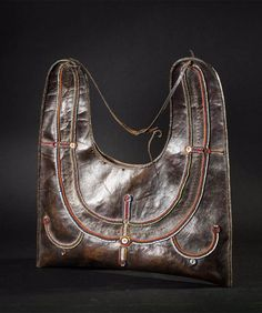 Africa | Bag from the Masai people of Kenya | Hide (leather), glass beads and buttons World Cultures, Kenya, Glass Beads, Ethnic, African, Textiles, Colours, Buttons, Traditional