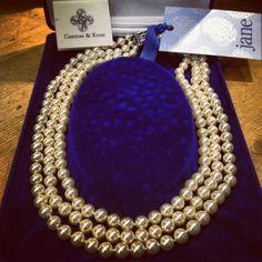 jackie o replica pearls by camrose and kross, xo Jacqueline Kennedy Jewelry, Fashion Jewelry, Women's Fashion, Real Women, Pearl Necklace, Women Wear, Bling, Pearls, Retro