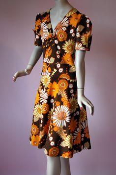 Vintage 1960s MOD Flower Power Dress - http://www.ebay.co.uk/itm/Vintage-1960s-Carnaby-St-Crimplene-MOD-Flower-Power-Twiggy-Puffed-Sleeve-Dress-/371542857770