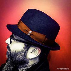 Il cappello è un simbolo culturale, è un codice comunicativo, dichiara una visione del mondo ed è metafora della creatività individuale. Per pochi, parla a tutti. E il fatto che l'uomo non lo indossi più, o quasi, significa che stiamo perdendo la memoria della nostra storia e un certo senso della bellezza. [L. Mascheroni]   #Borsalino #borsalinohat #beard #hat #indipendent #Italianindipendent #italiansdoitbetter #style #fashion #class #man #cool #glasses #Naples #ItalianStyle #Italy…
