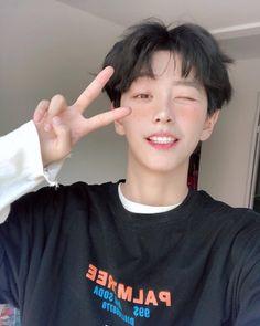 Korean Boys Hot, Korean Boys Ulzzang, Ulzzang Korea, Ulzzang Boy, Korean Men, Korean Boy Hairstyle, Cute Japanese Boys, Cute Asian Guys, Asian Boys