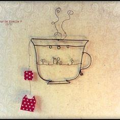 Tasse en fil de fer et sachet de thé en papier
