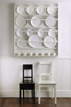 A plate rack in the Hamptons home of designer Tricia Foley For something similar consider the Decorative Plate Display Rack 195 from Etsy seller Nicolet Wood Products Wooden Plate Rack, Plate Rack Wall, Diy Plate Rack, Plate Shelves, Window Shelves, Wooden Plates, Plates On Wall, Decorative Plates, Plate Racks In Kitchen