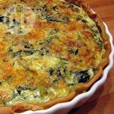 This spinach quiche is ready in a blink of an eye! This quiche is rather light, as it doesn't use double cream or cheese as many quiche recipes do. Zucchini Quiche, Spinach Quiche Recipes, Keto Quiche, Vegetable Quiche, Bacon Quiche, Spinach Pie, Frozen Spinach, Quiches, Quiche Lorraine