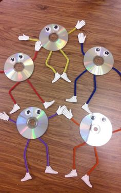 CD characters to decorate my computer labs – Computer Lab Creativity – computer Computer Classroom Decor, Computer Lab Decor, Computer Teacher, Computer Lessons, Computer Science, Science Door Decorations, Class Decoration, Elementary Computer Lab, Teaching Computers