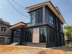 บ้าน 2 ชั้น สไตล์โมเดิร์น ขนาด 3 ห้องนอน โทนสีเท่าเข้ม ราคา 2.2 ล้าน - บ้านถูกดี Modern House Philippines, 2 Storey House, Thai House, Loft Interior Design, Loft Interiors, Modern Design, Mansions, House Styles, Outdoor Decor